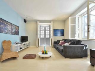 Modern apartment across the Bacvice beach, Split