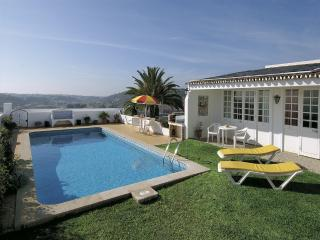 3 bed villa with pool, great sea views, free WiFi