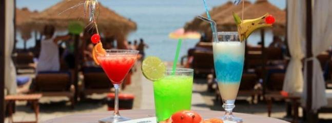 Chiringuito de Playamar, Maracas, Kokun... (15 min andando)