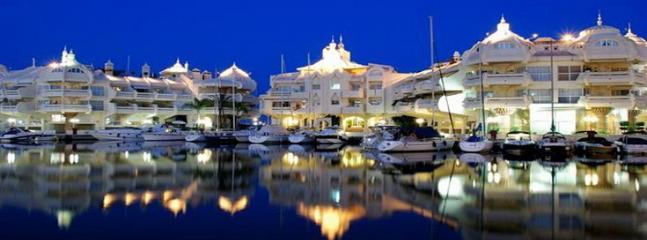 Puerto Marina (5 min coche)