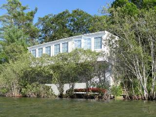 Incredible Waterfront Lake Cottage. Breathtaking View! 15 mins to Hyannis., Sandwich