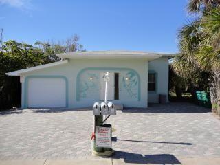 Pelican Villa - Across the street from the beach!, Cocoa Beach