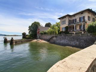 Villa Beatrice - elegance and style in a waterfront villa withing walking distance of Baveno village