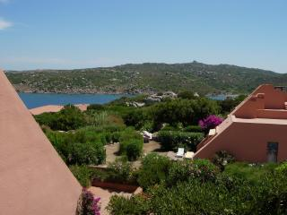 villaggio costituito da casette a schiera sul mare