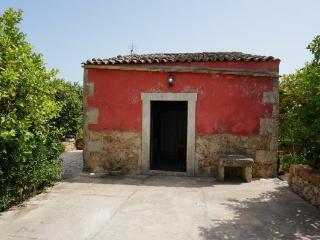 Wine-House sulla via del vino e vicinissima a Noto