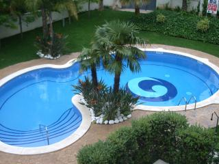 Apartment near beach, pool, AC and Port Aventura, Salou