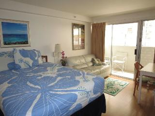 Affordable Waikiki Condo Near Beach With Lanai