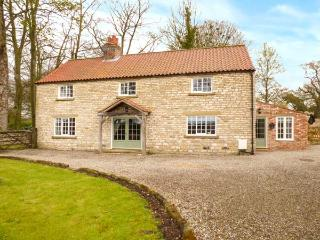 KELD HEAD FARMHOUSE, detached period property, original beams, woodburner, WiFi, enclosed garden, in Pickering, Ref 919140