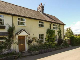 GEORGE COTTAGE, woodburner, WiFi, off road parking, pets welcome, enclosed garden, Clun, Ref. 918070
