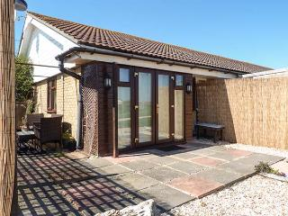 45H MEDMERRY PARK, single-storey chalet, use of swimming pool, play area, Earnley Ref 920594