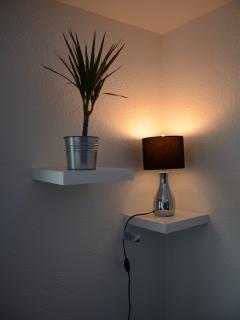 Plante verte / Lampe de chevet