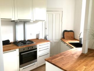 Cozy Bright Apartment - Close to Park & Station, Kopenhagen
