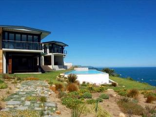 Cliff House, at Knysna Heads, 4 Bedroom Villa with Pool, on beautiful Garden Route