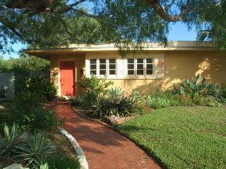 Artist's Home - Casa Calypso, Corpus Christi