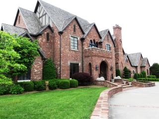 Victoria Manor, Rogers