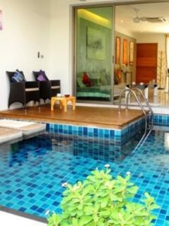 espace détente piscine intérieure
