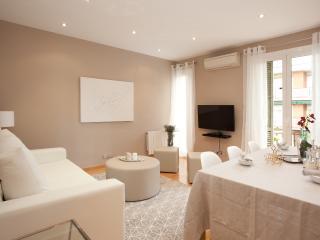 Letsgo Barcelona Sepulveda Suite 5 Pax.