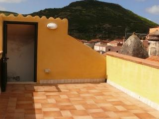 Holiday sunny flat with roof terrace, Bosa Centre