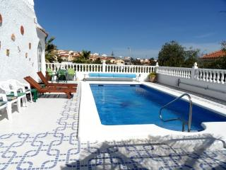 Wonderful 4 Bed Villa with Swimming Pool Sleeps 8, La Marina