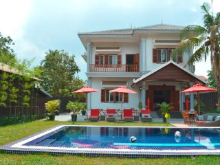 "Private ""Villa b."" with pool at Angkor Siem Reap"
