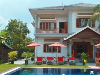 """Private """"Villa b."""" with pool at Angkor Siem Reap"""