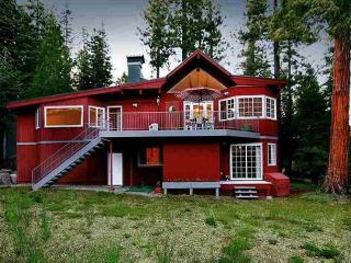 NEW LISTING - Gorgeous 3 BR w/ Hot Tub - Hiking & Biking at your doorstep!, Tahoe City