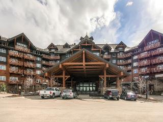 Luxury Condo with resort amenities on the base of Peak 8, Available Easter Wk