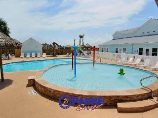 Gorgeous End-unit w/lots of extras including a Saltwater Pool, Corpus Christi