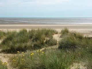 Family Friendly Home Direct On Lovely Sandy Beach that can sleep up to 13, New Romney