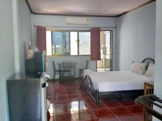 LamaiCenter Apartment with Kitchen & Pool, Surat Thani