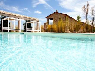 TUSCANY FOREVER RESIDENCE VILLA ARIA/ 1  FIRST  FLOOR APARTMENT BRING THE KIDS !