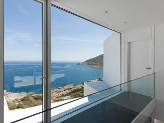 Spectacular Brand New Villa Overlooking The Sea