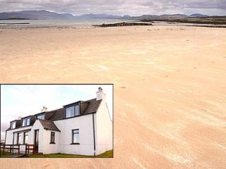 ASHAIG HOUSE  (sleeps 2-7)  - Sandy beach, mountain Views, WIFI, Broadford