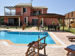 Villa Caretta - 3 bedrooms with private poo & Wi-Fil !!!