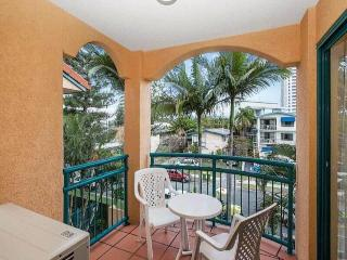 Broadbeach apartment Walk to the beach