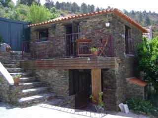 Bela Vista Alqueve, private swimming pool and slate stone house