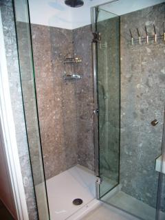 Superior  apartment  ( E - 2 )  -  bathroom - shower.
