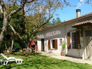 Gîte des Calèches avec pool chauffé,  jardin privé, Miramont-de-Guyenne
