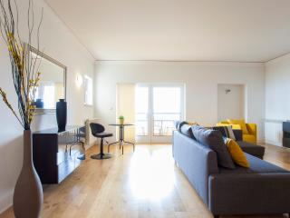 35 FLH Large Cascais flat w/ green terrace