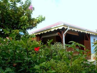 BLEU VANILLE - kaz, jacuzzi et jardin de charme, Pointe-Noire