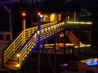 White Lotus Eco Spa Retreat - Tree house, Stanardsville