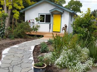 New Studio in Garden Setting, Santa Rosa