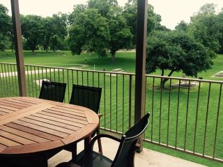 Riverside Retreat - 2br/2bth along the Guadalupe River!, New Braunfels