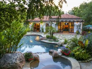 Romantic getaway with private pool, hot tub, gardens!, Santa Barbara