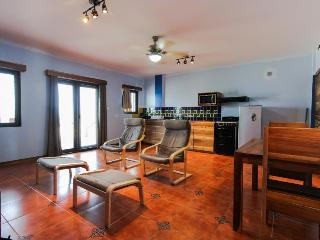 Colorful one-bedroom oceanfront condo - right in town!, Placência
