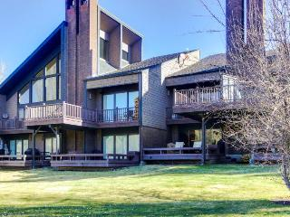 Stylish condo with private deck and golf-course views., Ketchum