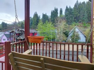 Colorful townhouse w/ hot tub, close to Main St. & slopes!, Park City
