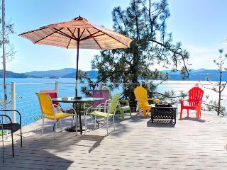 Fantastic home w/lake views; decks & cabana; pets ok!, Coeur d'Alene