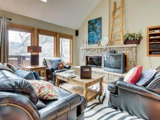 Contemporary lodging on shuttle route to skiing!, Vail