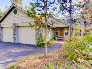 Comfortable 3BR home w/private hot tub & resort attractions!, Sunriver